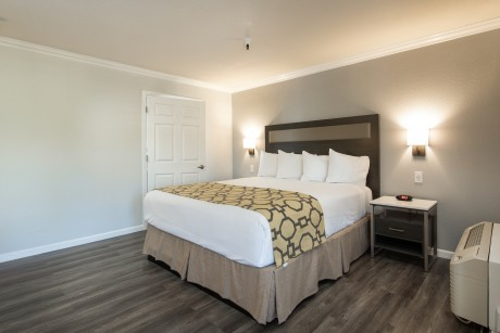 Baymont Inn and Suites Milpitas:  1 KING BED