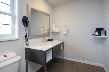 Baymont Inn and Suites Milpitas - Guest Bathroom